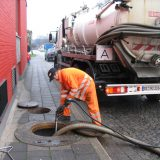 Emptying_of_a_tank_full_with_sewage_by_vacuum_truck_(2921521126)