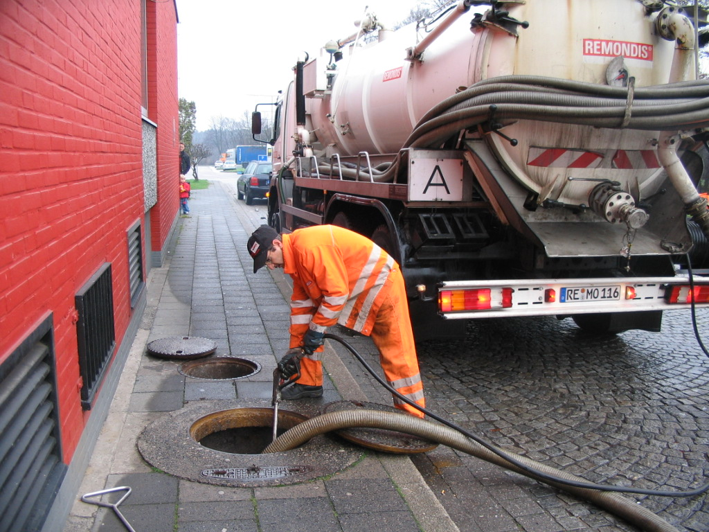 Emptying_of_a_tank_full_with_sewage_by_vacuum_truck_2921521126.jpg